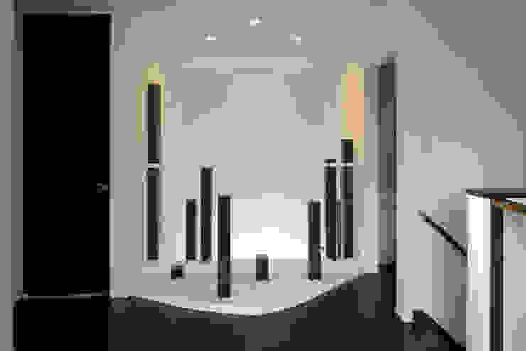四季の家 松浦一級建築設計事務所 玄関&廊下&階段アクセサリー&デコレーション 木 白色