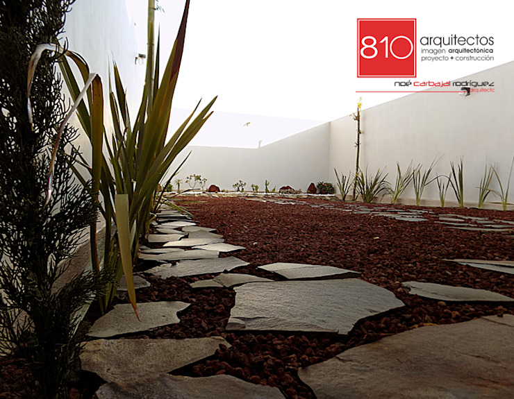 Casa Habitación. Amézquita Córdova Jardines modernos de 810 Arquitectos Moderno