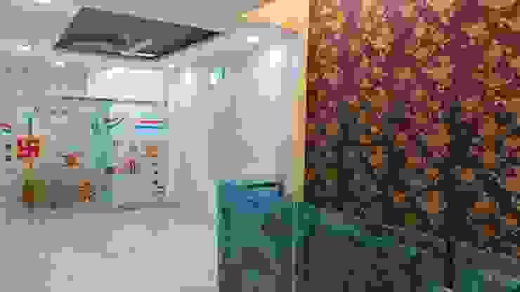 Modern corridor, hallway & stairs by Shadab Anwari & Associates. Modern