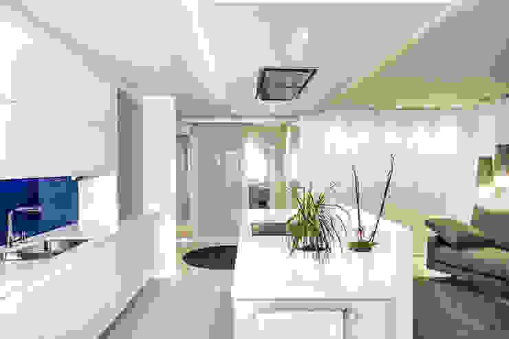現代廚房設計點子、靈感&圖片 根據 Gala Feng Shui Interiorismo online en Azpeitia 現代風