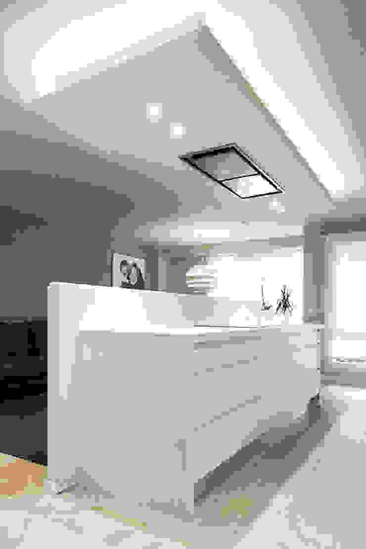 Gala Feng Shui Interiorismo online en Azpeitia Modern style kitchen