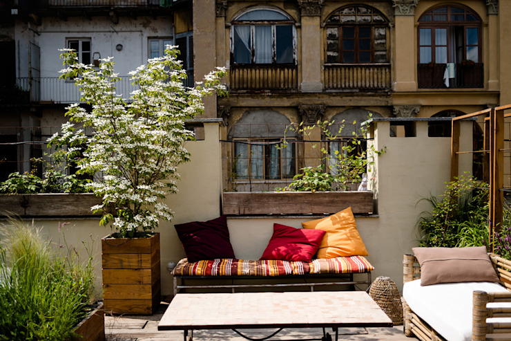 Rustic style balcony, porch & terrace by marta carraro Rustic