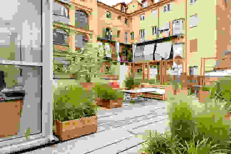 TERRAZZO Torino Balcone, Veranda & Terrazza in stile rustico di marta carraro Rustico
