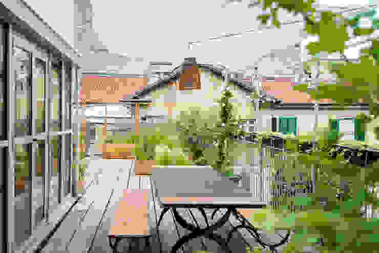 Balcones y terrazas de estilo rústico de marta carraro Rústico