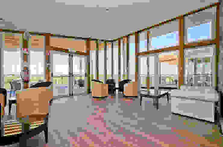 The New Club House - Espiche Golf Club por Simple Taste Interiors Clássico