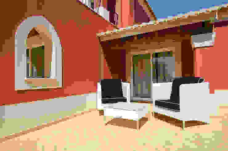 Interior Design Project – Villa Praia da Luz por Simple Taste Interiors Clássico
