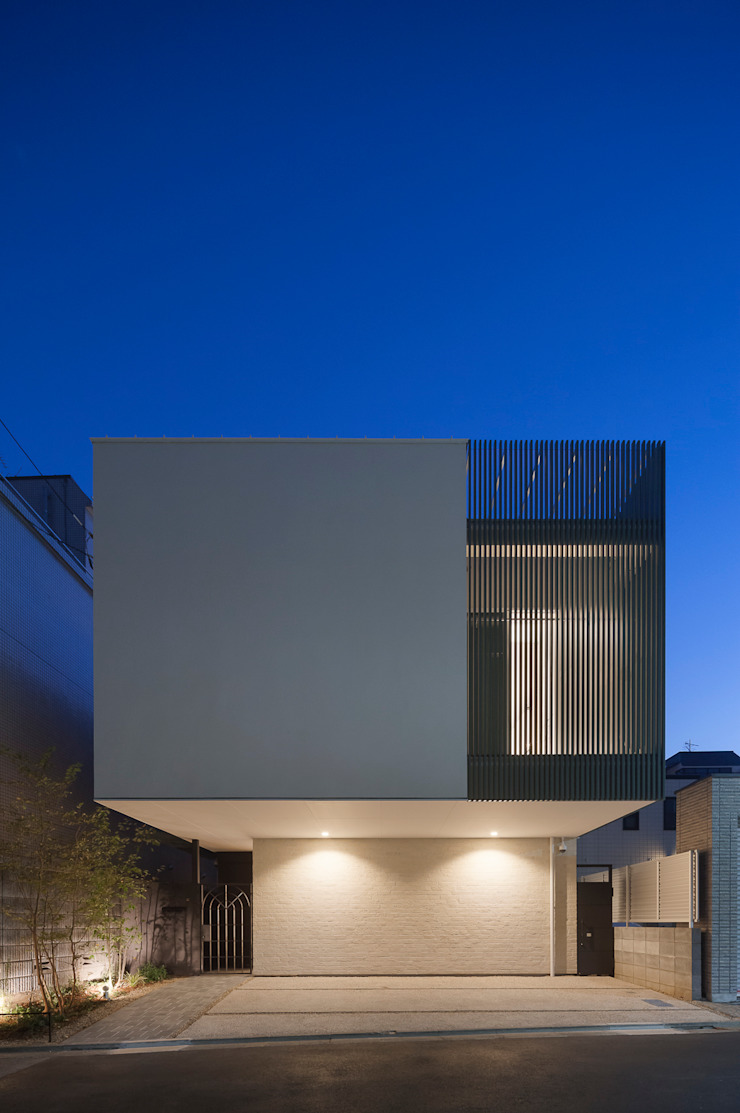 Maisons modernes par 根來宏典建築研究所 Moderne Tuiles