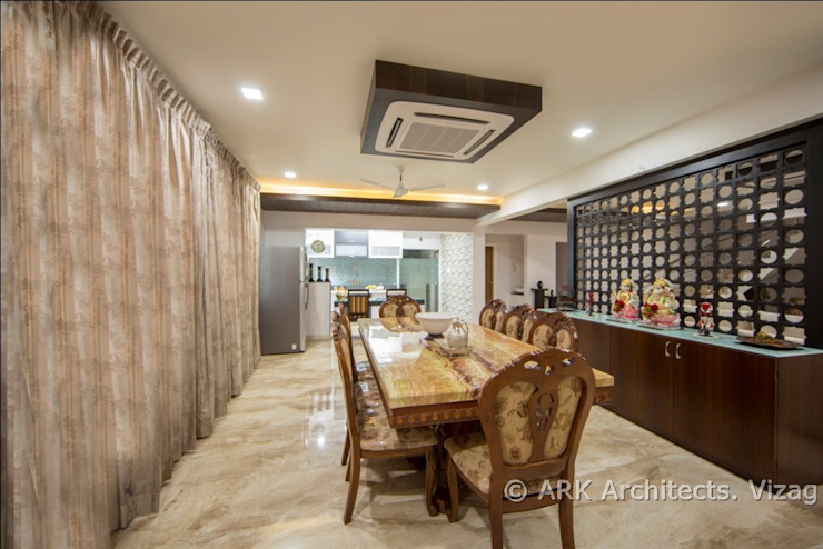 Hirawats House:  Dining room by ARK Architects & Interior Designers