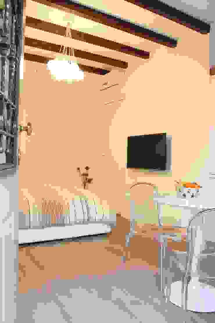Eclectic style living room by studio ferlazzo natoli Eclectic
