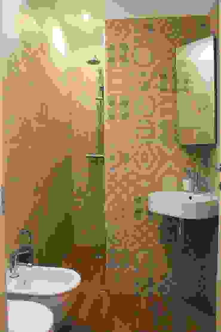 Eclectic style bathroom by studio ferlazzo natoli Eclectic