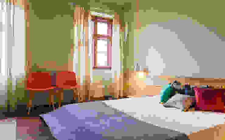 Rustic style bedroom by woodboom Rustic