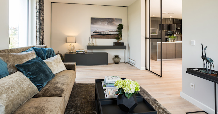 Modern living room by Bau-Fritz GmbH & Co. KG Modern