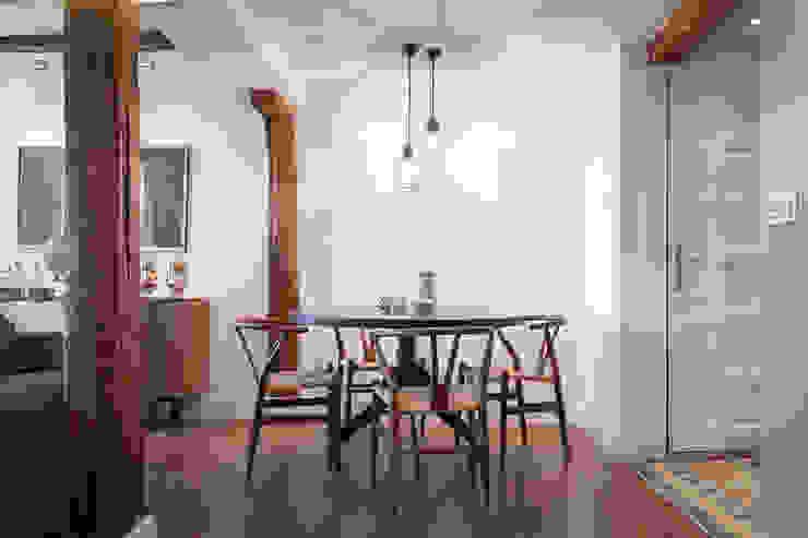 Modern dining room by Estibaliz Martín Interiorismo Modern Wood Wood effect