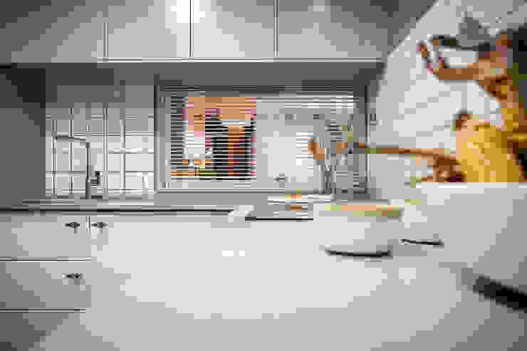 Modern kitchen by Estibaliz Martín Interiorismo Modern