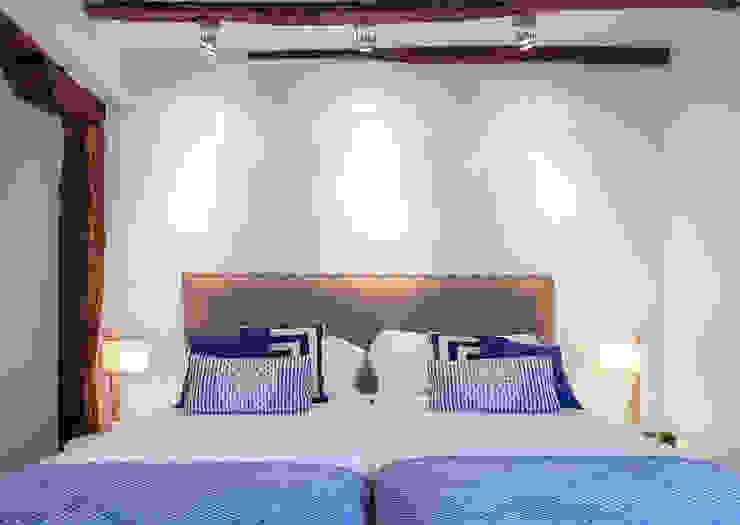 Modern style bedroom by Estibaliz Martín Interiorismo Modern