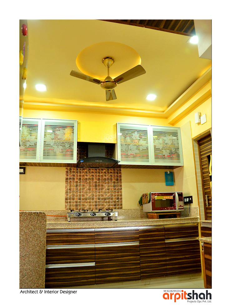 Hirenbhai@Gandhinagar Classic style kitchen by ARPIT SHAH PROJECTS OPC PVT LTD. Classic Plywood
