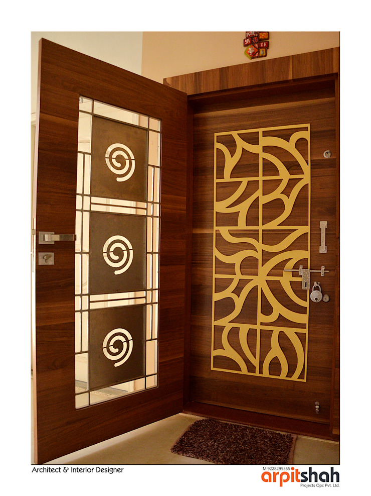 Hirenbhai@Gandhinagar Classic style corridor, hallway and stairs by ARPIT SHAH PROJECTS OPC PVT LTD. Classic Plywood
