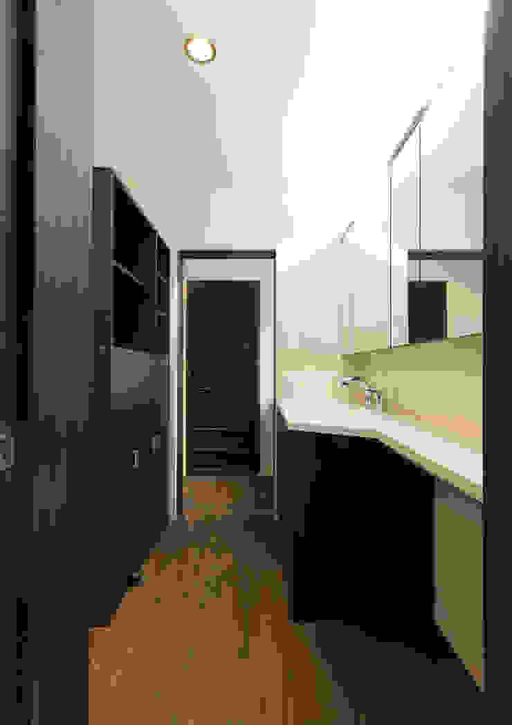 スキップフロアを使った大家族の家/みんなの家 和風の お風呂 の 森村厚建築設計事務所 和風 木 木目調