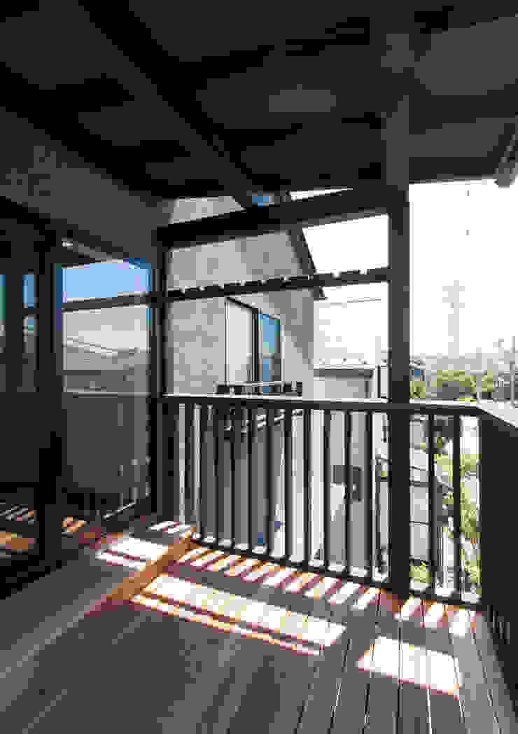 スキップフロアを使った大家族の家/みんなの家 和風デザインの テラス の 森村厚建築設計事務所 和風 木 木目調