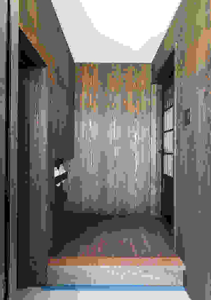 スキップフロアを使った大家族の家/みんなの家 和風の 玄関&廊下&階段 の 森村厚建築設計事務所 和風 木 木目調