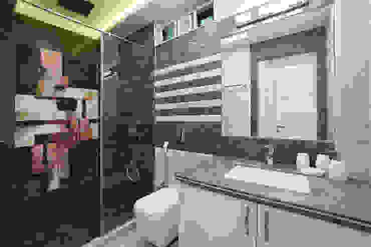 SADHWANI BUNGALOW Modern bathroom by Square 9 Designs Modern