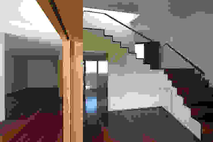 ABPROJECTOS Ingresso, Corridoio & Scale in stile moderno