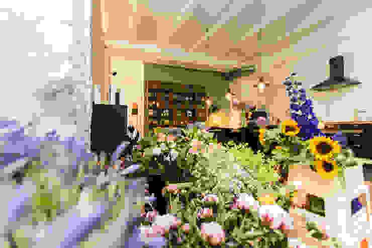 Blumen in der Küche Bloomy Days GmbH Industriale Küchen