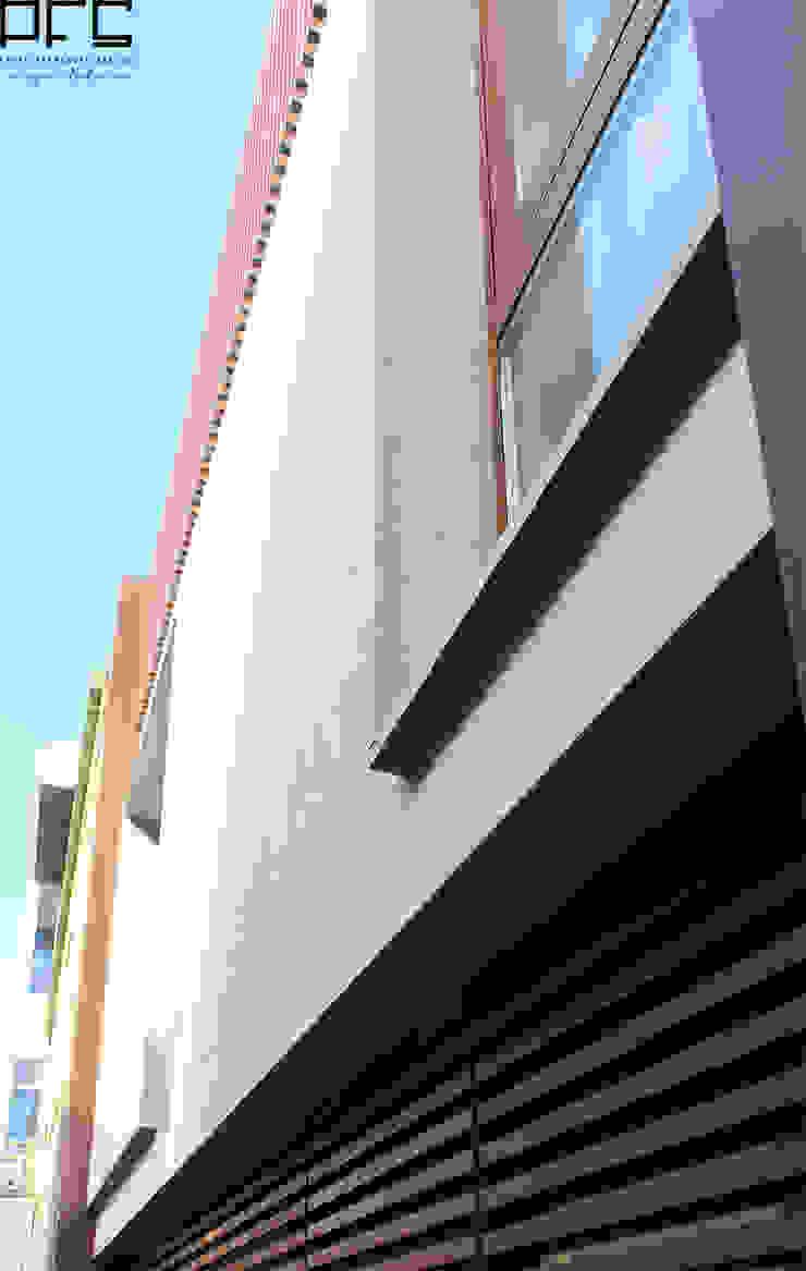 CASA JM_PÓVOA DE VARZIM_2011 Casas modernas por PFS-arquitectura Moderno