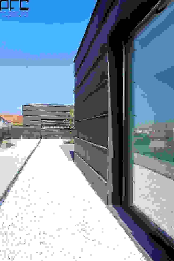 CASA DA_PÓVOA DE VARZIM_2011 Casas minimalistas por PFS-arquitectura Minimalista