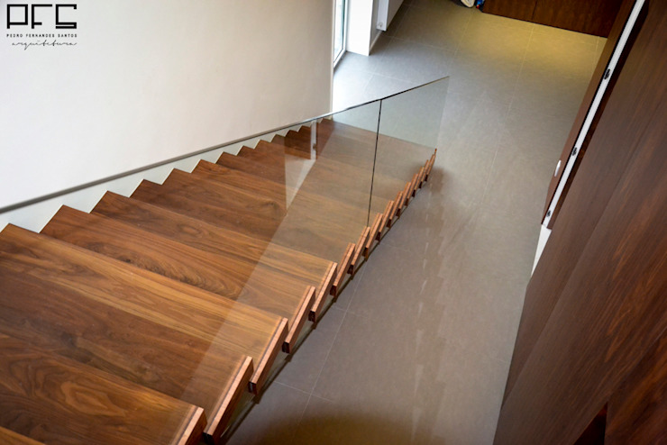 Pasillos, halls y escaleras minimalistas de PFS-arquitectura Minimalista