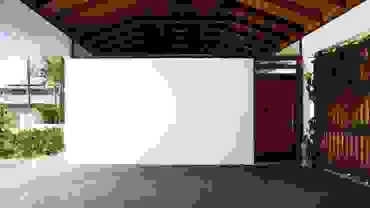Minimalistische Häuser von Coletivo de Arquitetos Minimalistisch