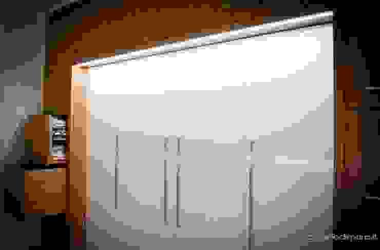 armadio design by antoniodimaro & partners homify Camera da lettoArmadi & Cassettiere