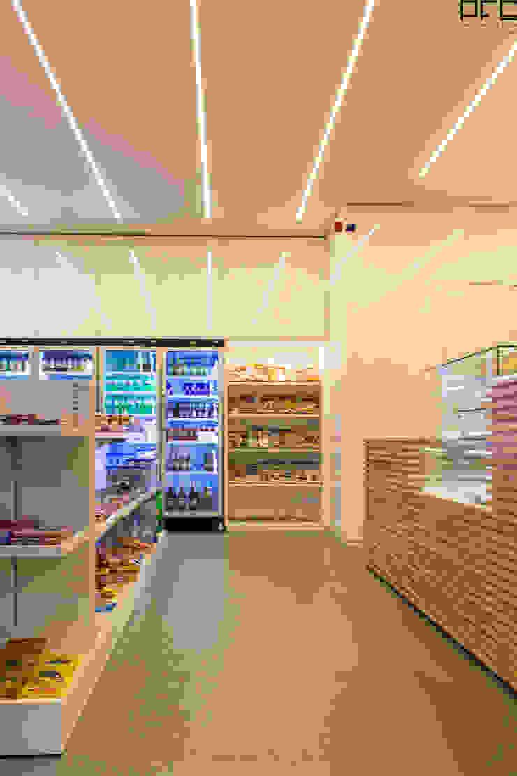 LOJA CONVENIÊNCIA DG 01_ESPOSENDE_2015 PFS-arquitectura Lojas e Espaços comerciais minimalistas
