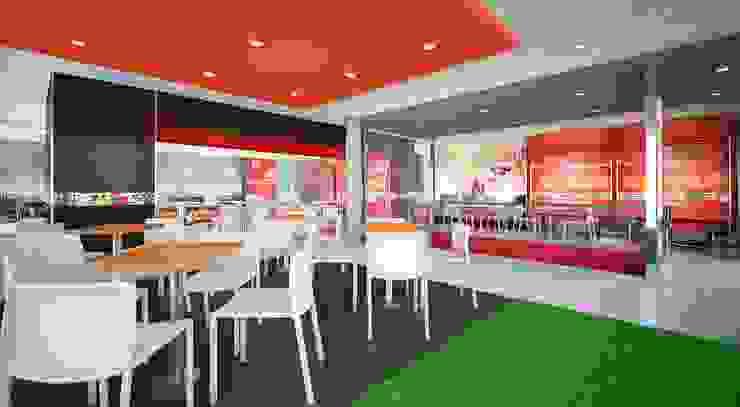 KFC TOMASAL de ARKILINEA Moderno