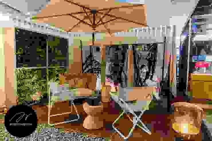 Jardines de estilo moderno de ARKILINEA Moderno