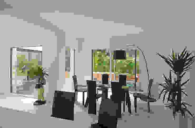 Salon - salle à manger par Pierre Bernard Création Moderne