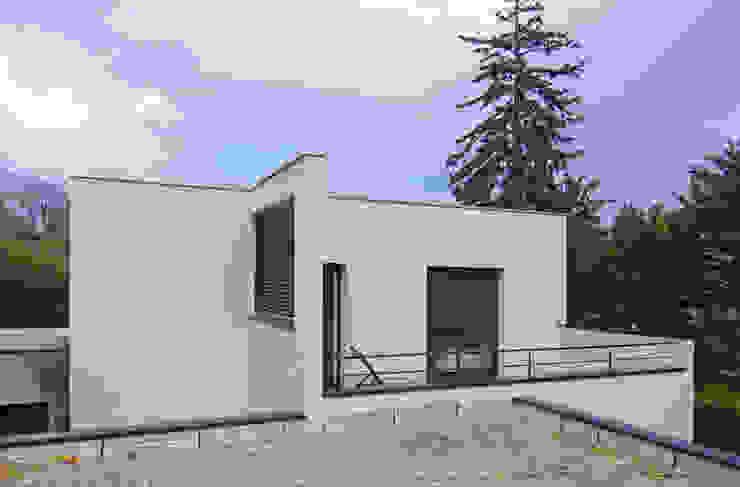 Toit terrasse et façade extérieure Maisons modernes par Pierre Bernard Création Moderne