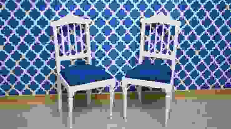 Our Chairs por Shanna's Stuff Clássico Madeira Acabamento em madeira