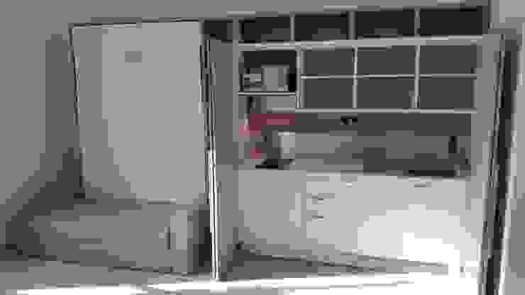 Cucina monoblocco su misura a scomparsa e Letto a scomparsa integrato - cucina aperta di SIZEDESIGN SMART KITCHENS & LIVING Moderno