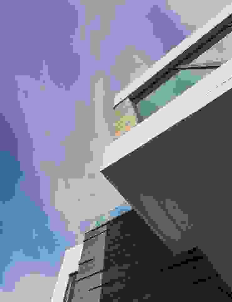 Detalle de exterior URBN Casas de estilo minimalista