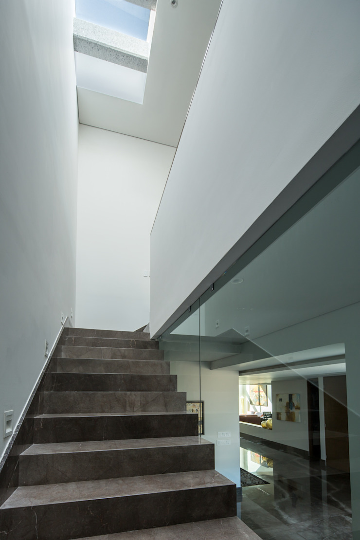 Escaleras URBN Pasillos, vestíbulos y escaleras de estilo minimalista