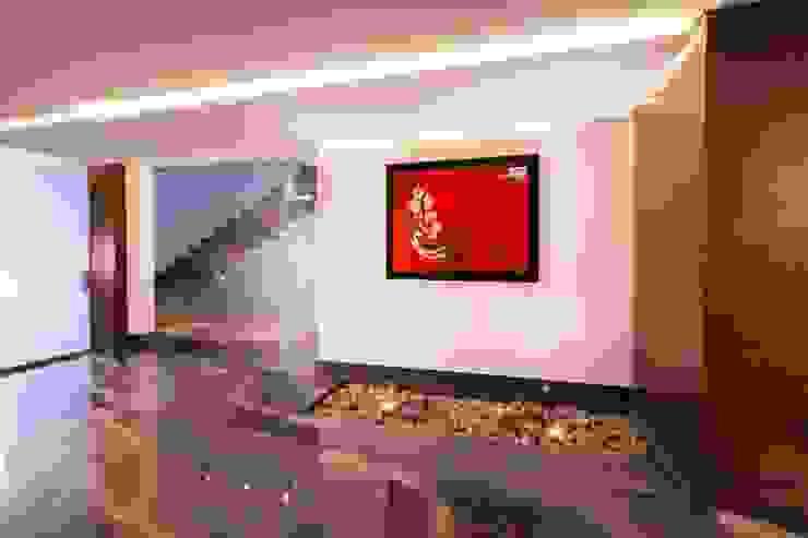 Pasillo URBN Pasillos, vestíbulos y escaleras de estilo ecléctico