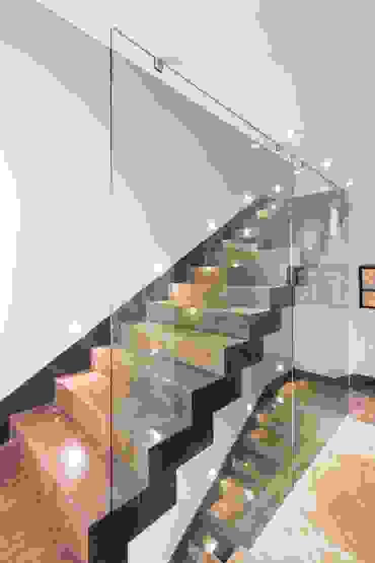 escaleras iluminadas URBN Vestíbulos, pasillos y escalerasEscaleras
