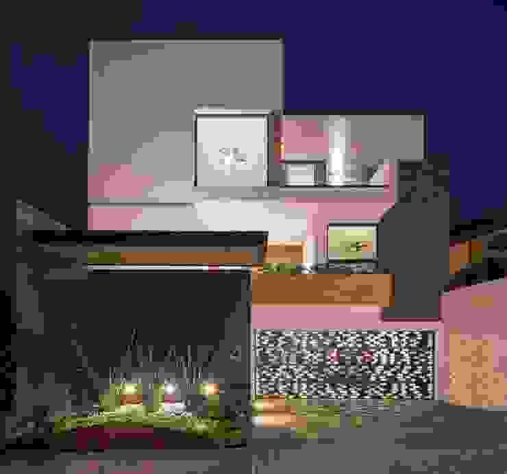Fachada frontal URBN Casas de estilo minimalista
