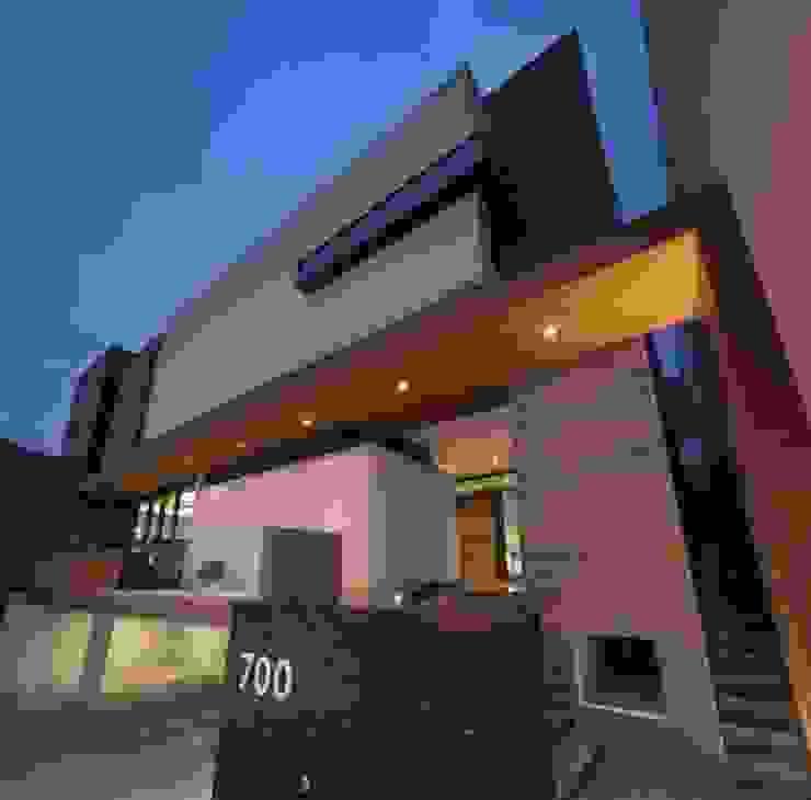 Fachada URBN Casas de estilo rústico