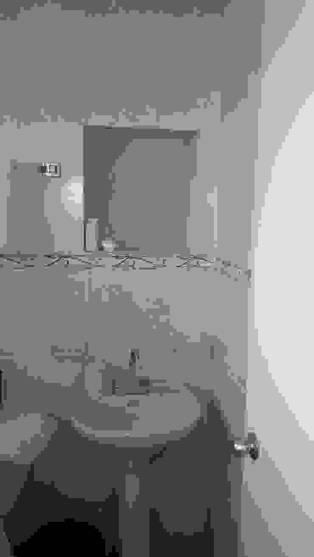 Baño antes de la intervención de RecreARQ Construcciones