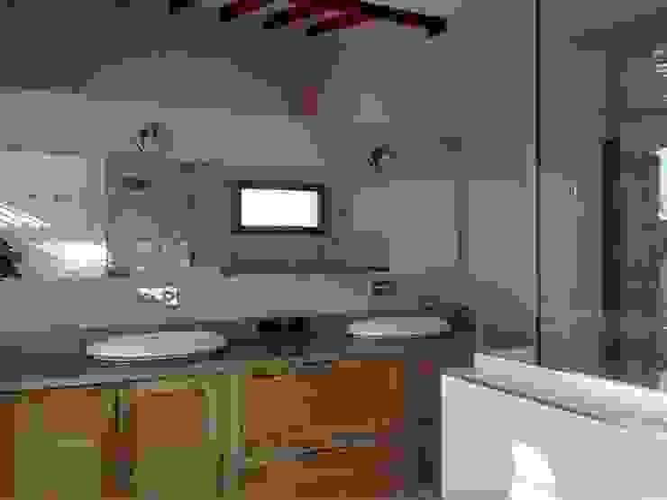 Modern bathroom by Azcona Vega Arquitectos Modern