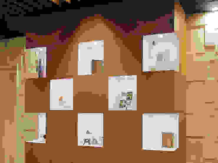 محلات تجارية تنفيذ Shinobu Koizumi Design Office , إنتقائي خشب Wood effect