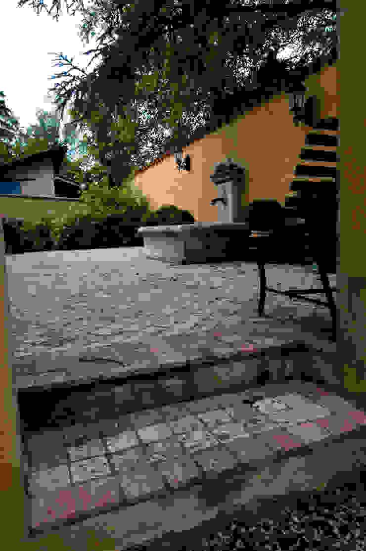 Jardines de estilo clásico de Pierre Bernard Création Clásico Piedra