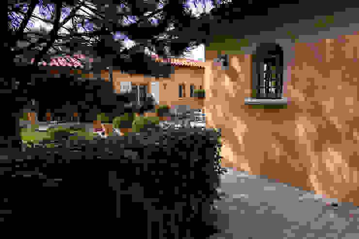 Casas de estilo clásico de Pierre Bernard Création Clásico